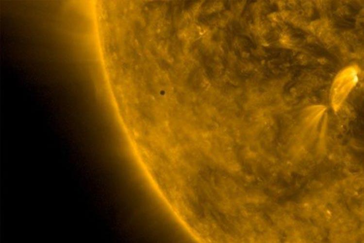 گذر سیاره عطارد از مقابل خورشید